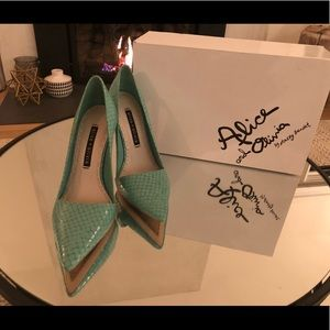 Alice and Olivia Makayla Teal Pumps